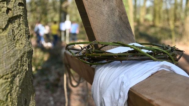 Jesus zu Ostern in Schwichteler auf elf Stationen begleiten