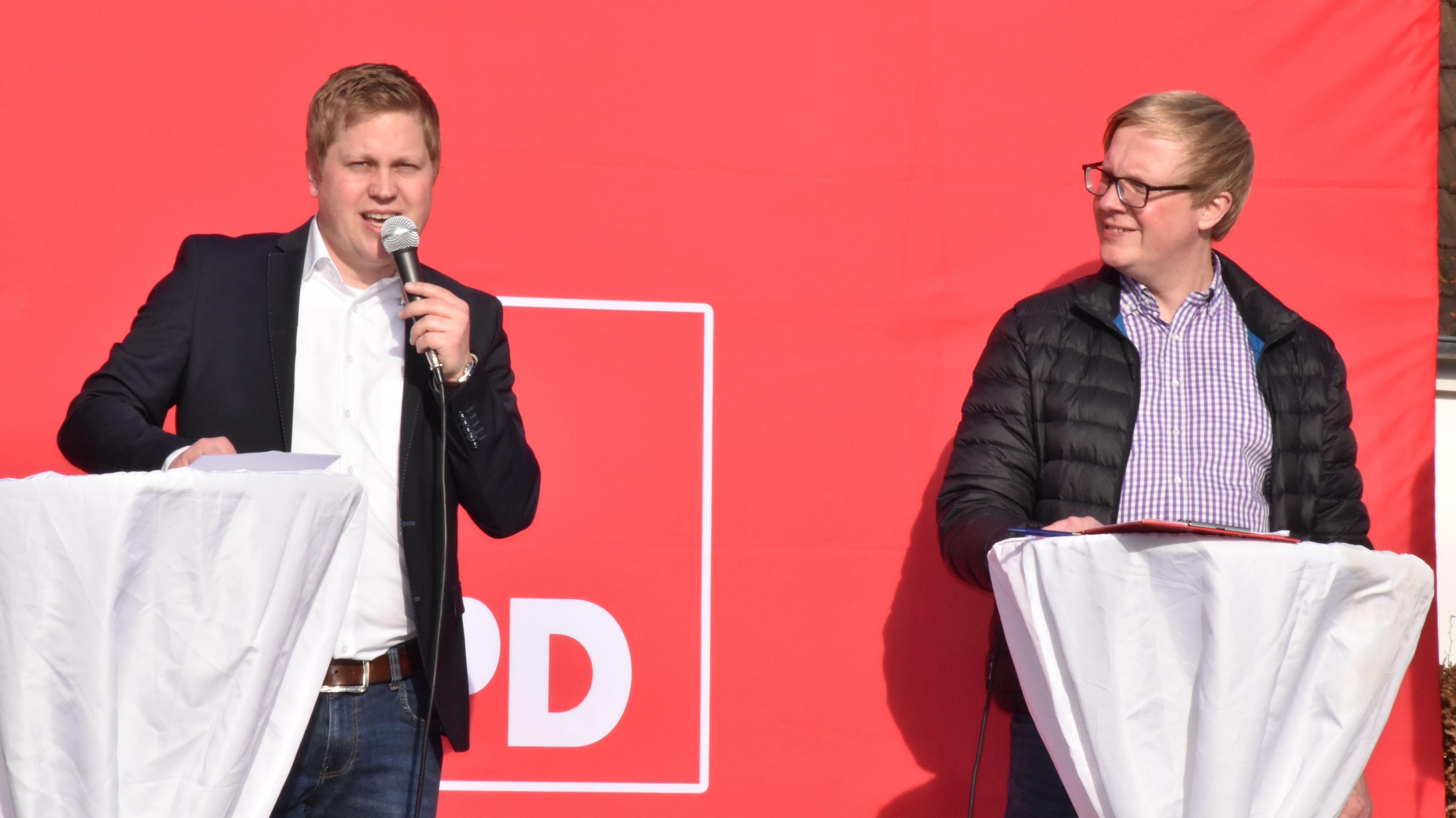 Bei der Mitgliederversammlung ist ein Fehler unterlaufen. Der Vorsitzende des SPD-Ortsvereins Vechta, Alexander Bartz (rechts), und Sam Schaffhausen, Fraktionschef im Stadtrat, müssen nun erneut das Gespräch mit den Kandidaten suchen. Foto: Berg
