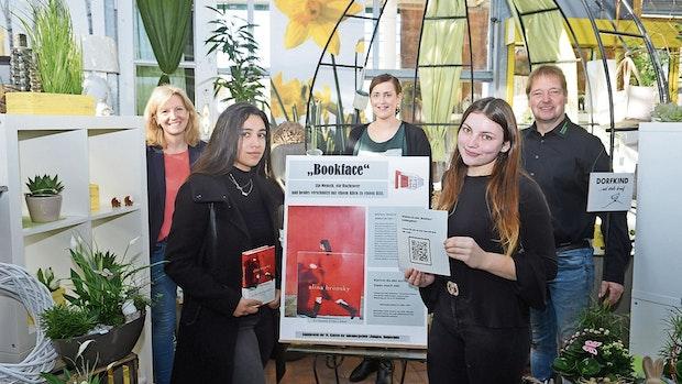 """""""Bookface"""": Buch und Mensch verschmelzen zu einem neuen Kunstwerk"""