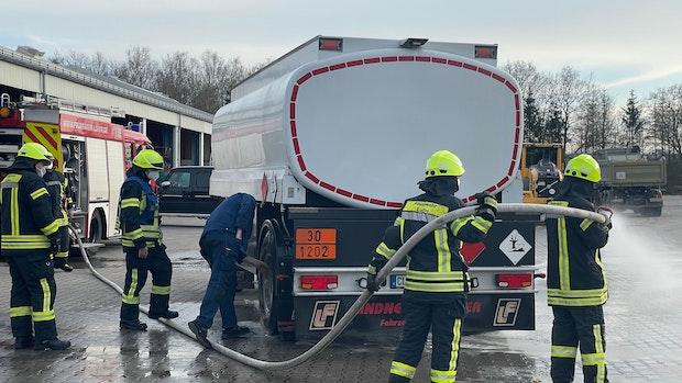 Fahrer bringt Lkw-Brand unter Kontrolle