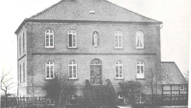 Altes Haus heute geprägt von vielen Anbauten