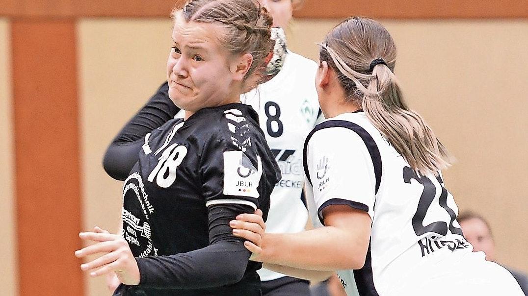 Voller Einsatz: Lotta Stolle, hier in einem A-Jugend-Bundesliga-Spiel gegen Werder Bremen. Foto: Langosch