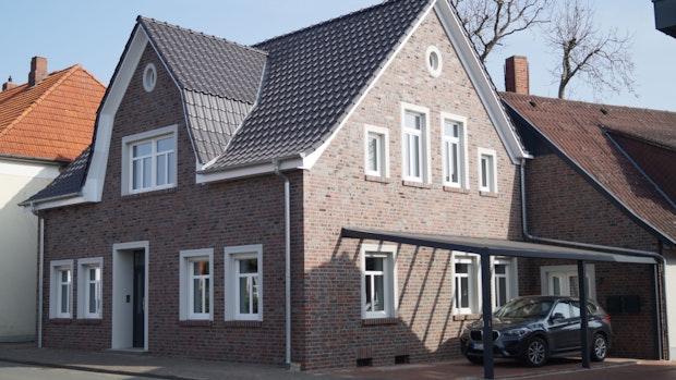 Das Haus von Ehepaar Nehues wertet Goldenstedts Ortskern auf