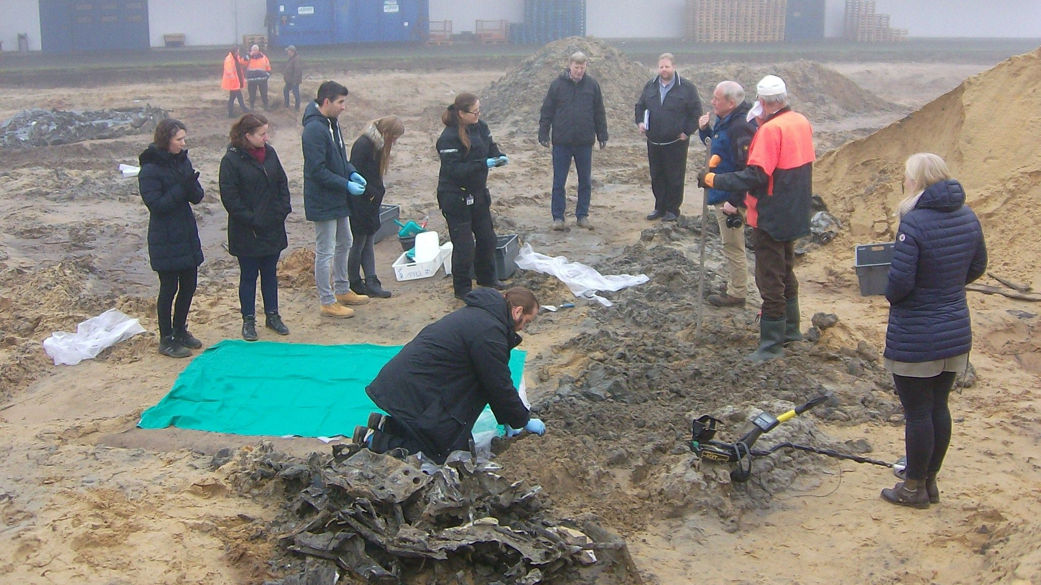 Historischer Fund im Industriegebiet Vechta-West: Neben den Überresten eines britischen Bombers wurden auch menschliche Knochen entdeckt. Die Identität konnte nun durch einen DNA-Verglich geklärt werden. Das Opfer war Henry Pullar. Archivfoto: Zeisler