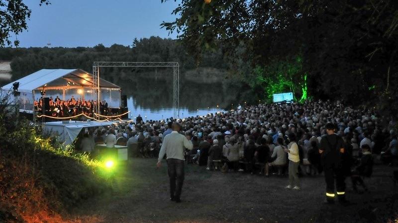 Immer ein stimmungsvolles Erlebnis: Das Seekonzert des Musikvereins Holdorf. Foto: Vollmer
