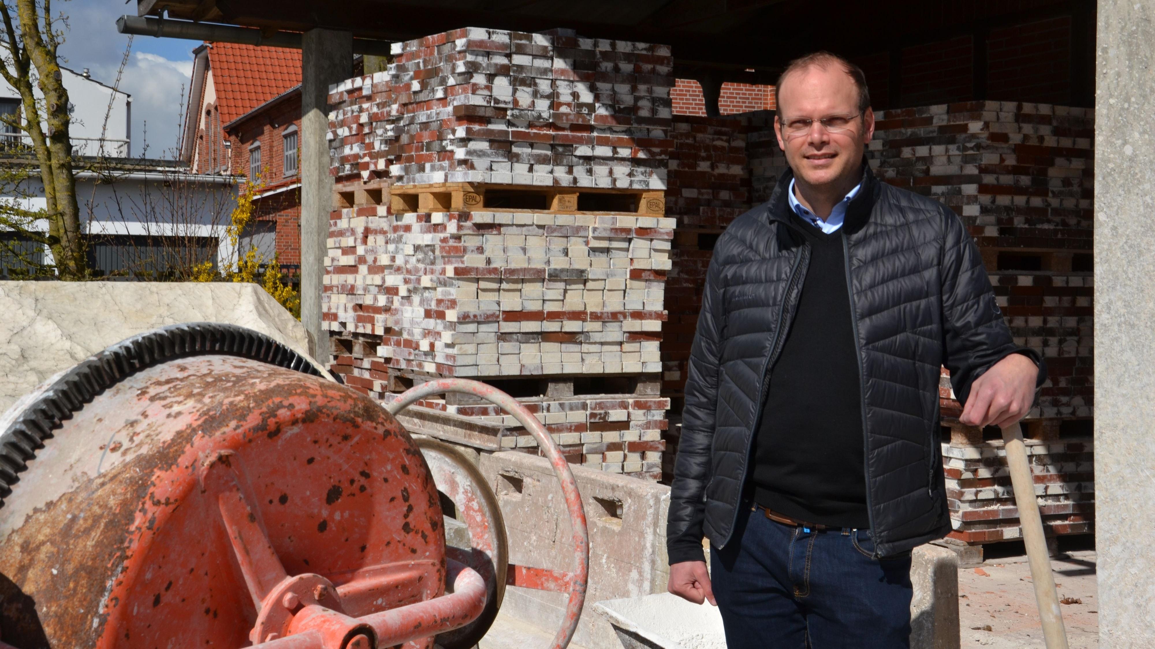 Ingenieur wird Obermeister: Mattias Schöning kennt Baustellen seit seiner Kindheit und hat als Diplomingenieur in großen Unternehmen gearbeitet.Foto: Bernd Götting