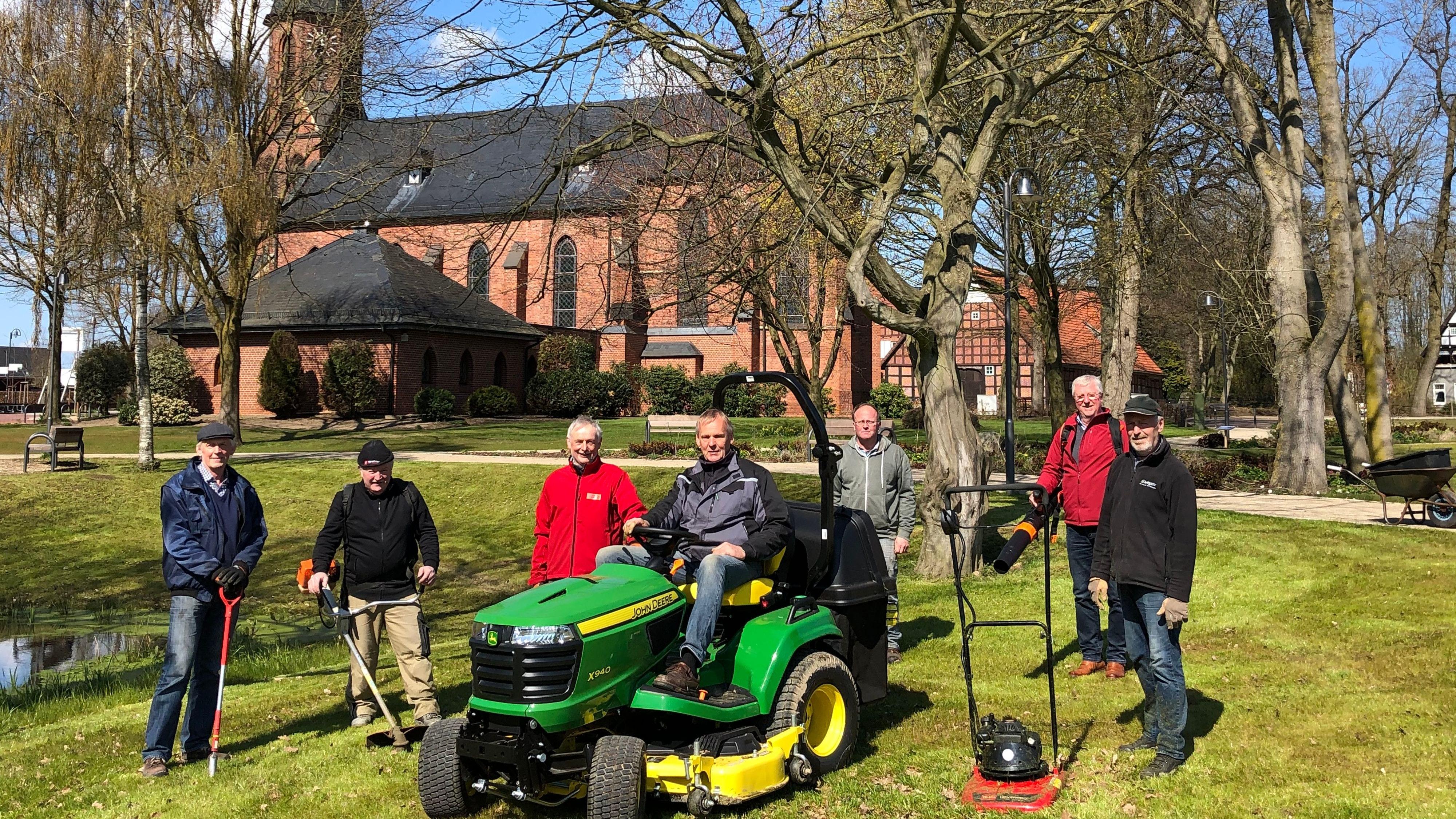 """Die """"Park Ranger"""" (v.l.): Aloys Meyer, Richard Muhle, Conny Eilers, Günter Meyer, Martin Wulf, Bernd Themann und Dieter Gabel. Foto: privat"""