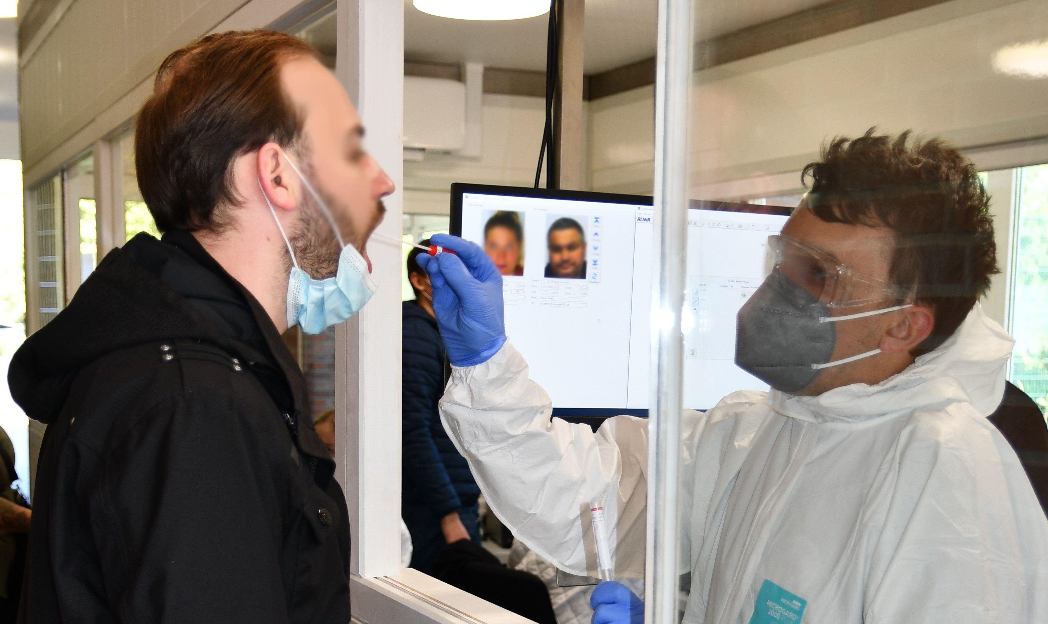 Bereits seit längerer Zeit zu Corona-Tests der Mitarbeiter verpflichtet waren die Unternehmen der niedersächsischen Fleischbranche. Foto: Westfleisch