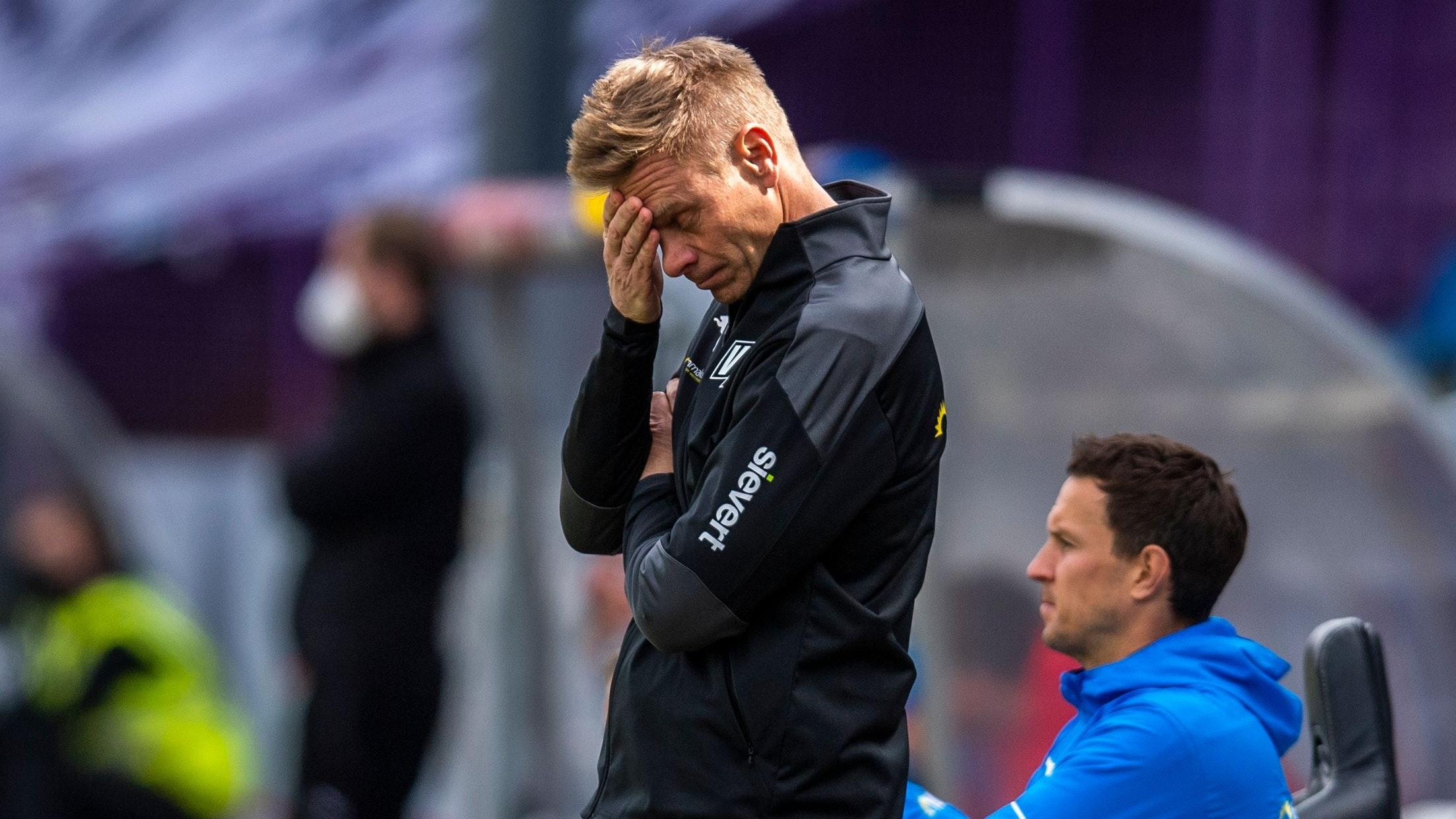 Frust an der Bremer Brücke: Osnabrücks Trainer Markus Feldhoff im Spiel gegen Kiel. Foto: dpa/Inderlied