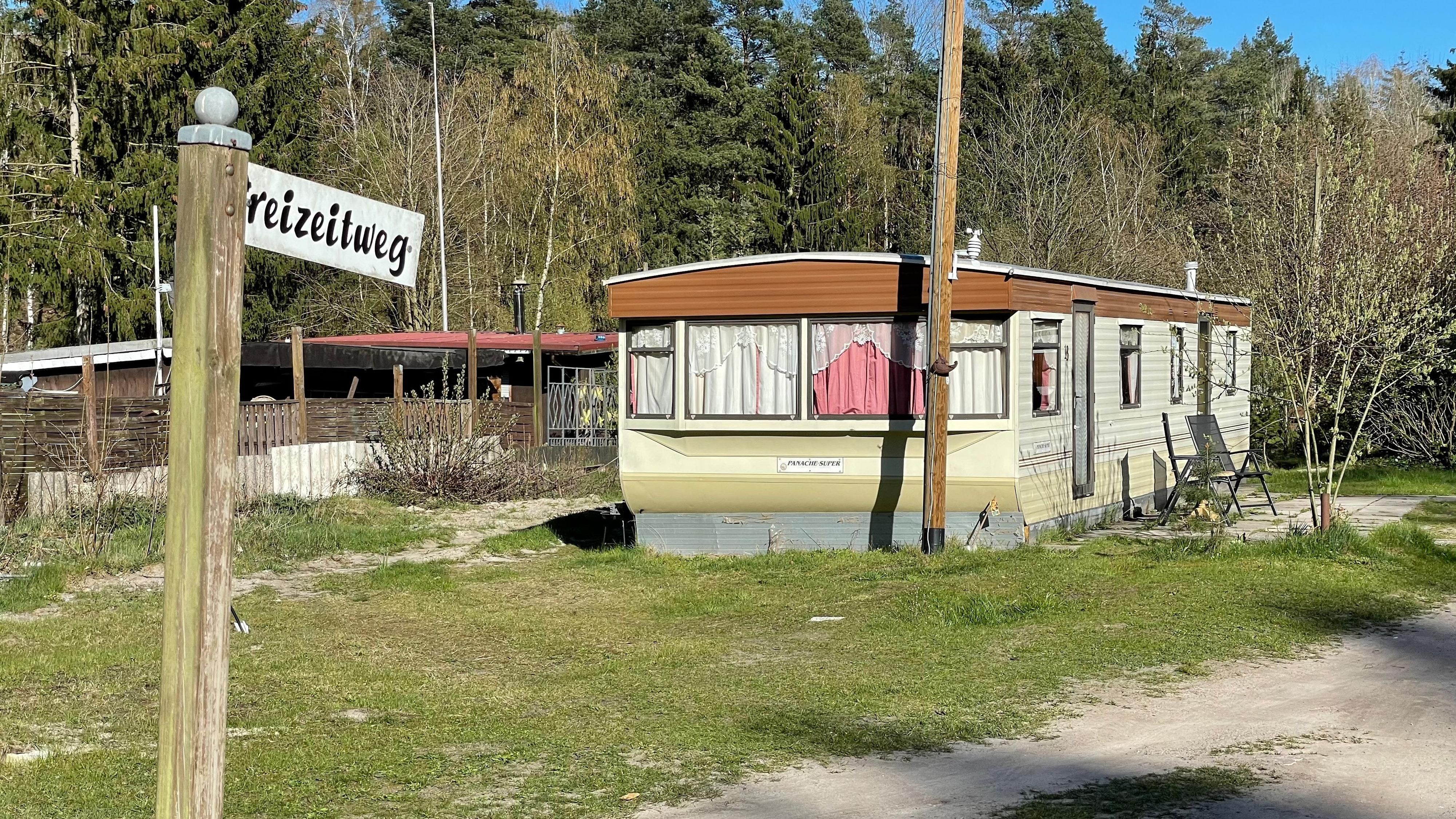 Idylle sieht anders aus: Wohnverhältnisse auf einem Campingplatz in Endel, wo viele Arbeitsmigranten leben. Foto: M. Niehues