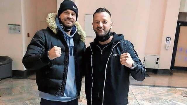 Optimistisch: Im Dezember vergangenen Jahres standen sich Roman Fress (links) und Erdogan Kadrija bei einem Kampf in Magdeburg gegenüber. Derzeit dürfen sie nur trainieren, freuen sich aber schon auf ihre Rückkehr in den Ring. Foto: @Kadrija