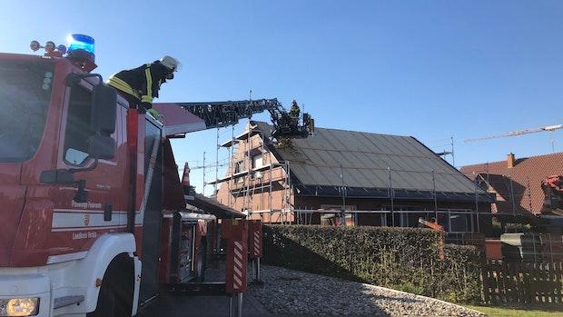 Dachstuhl in Bakum fängt Feuer