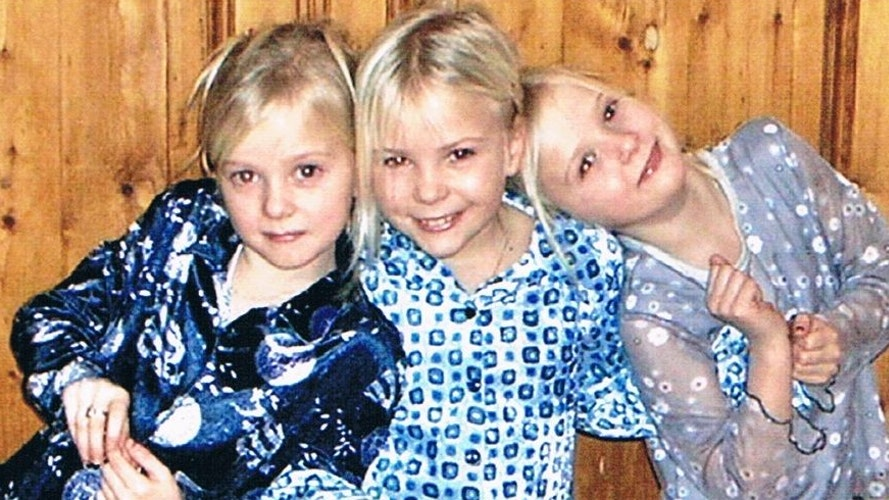Energie hoch drei: Die Drillinge Jane, Marie und Nele Müller (von links) auf einem Bild aus Kindertagen.