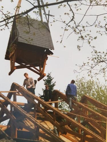 Gemeinsam angepackt: Vor 25 Jahren wurde die Notkirche in Visbek abgebaut. Foto: Hilgen