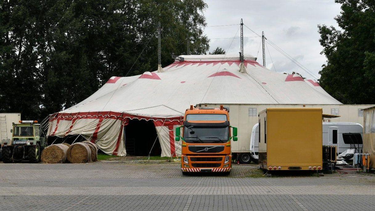 Mitglieder einer Zirkusfamilie sollen zur Bande gehören, die in Garrel Getreide im Millionenwert stahl. Foto: M. Niehues
