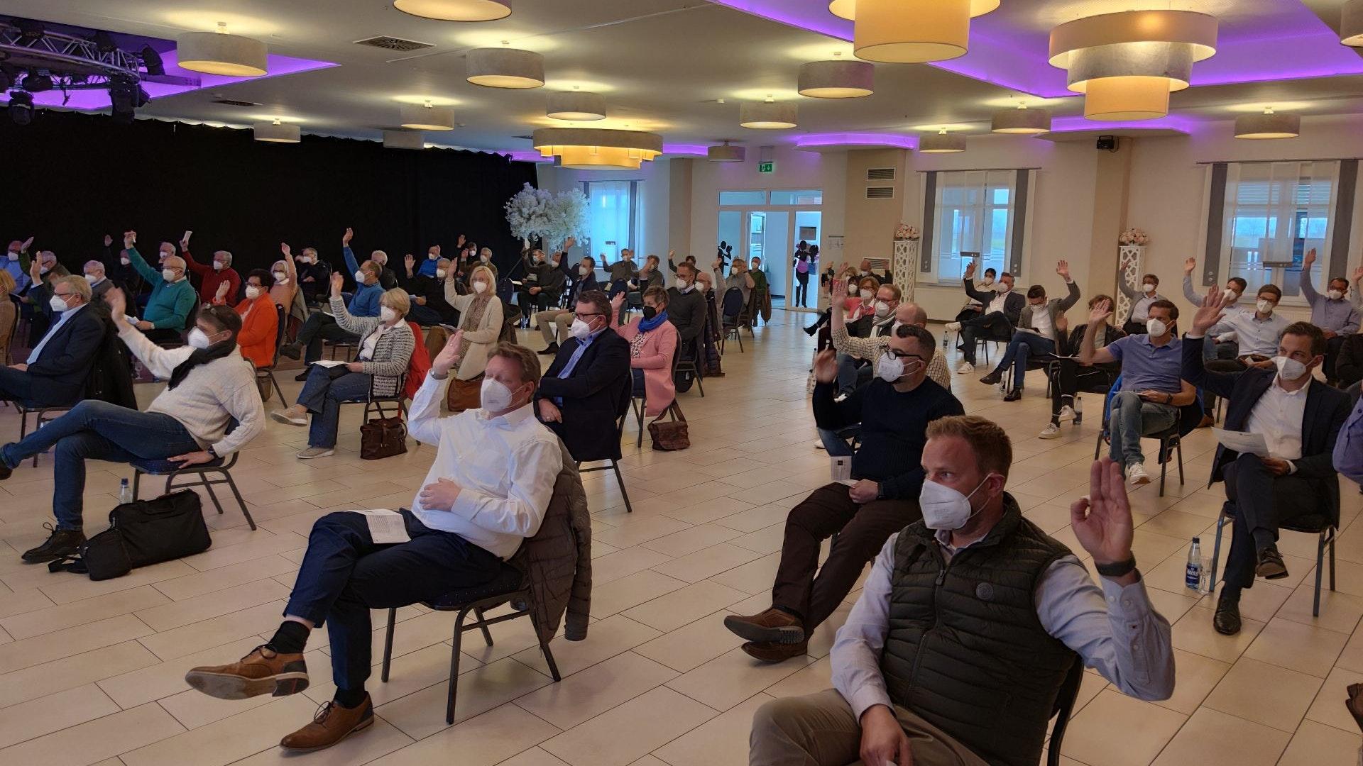 In Präsenz hat der CDU-Stadtverband Lohne seine Kandidatinnen und Kandidaten für den Stadtrat und Kreistag aufgestellt. Foto: Röttgers