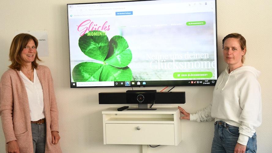 2 Frauen mit einer Idee: Melanie Schleussner-Abeltah (links) und Daniela Janssen von der Cloppenburger Fachstelle für Suchtprävention haben die Mitmachaktion entworfen und umgesetzt. Foto: Kreke