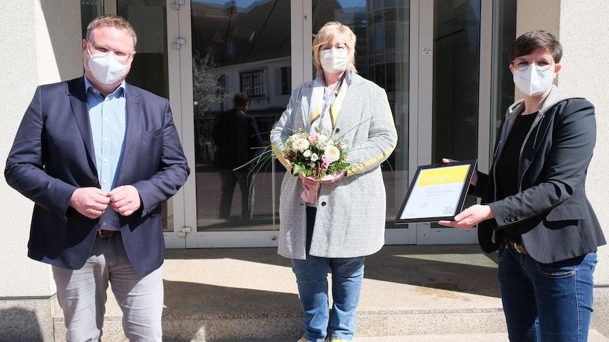 Neuer Standort, neues Konzept: (von links) Bürgermeister Tobias Gerdesmeyer, Ruth Sattler und Wirtschaftsförderin Anne Nußwaldt. Foto: Jana Böckmann