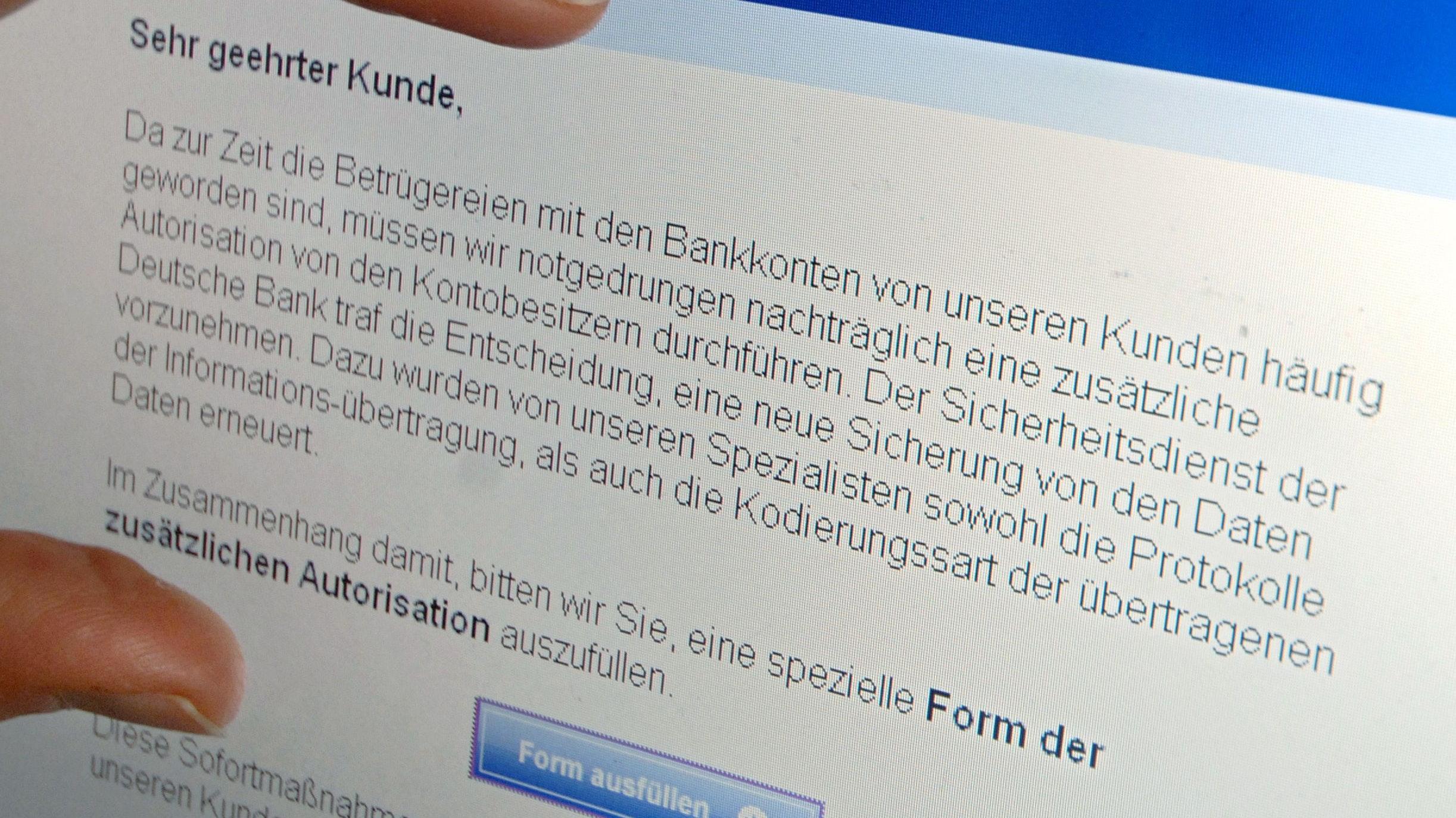 """Betrügerische """"Phishing-Mail"""": Zurzeit kursieren Mails mit einem Volksbank-Logo, mit deren Hilfe Betrüger persönliche Daten abgreifen wollen. Symbolfoto: dpa / Roessler"""