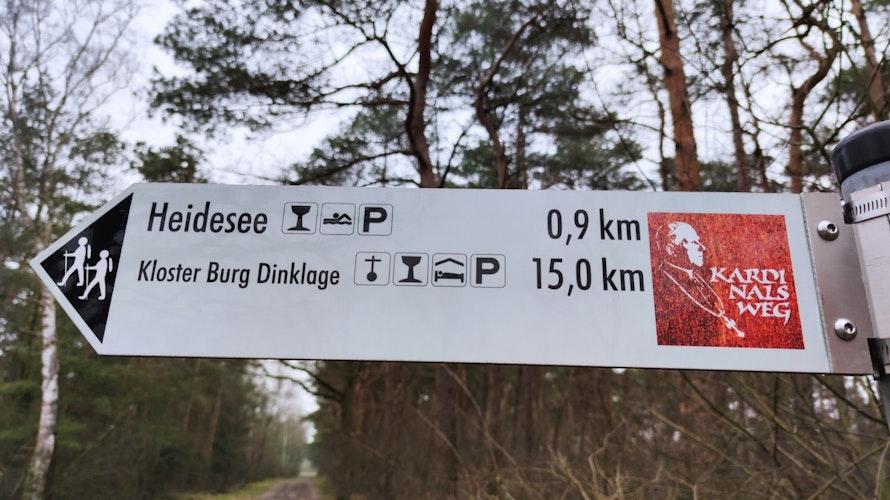 Hier geht's lang! Der Kardinalsweg ist auf seinen 24 Kilometern Länge gut ausgeschildert. Foto: Röttgers