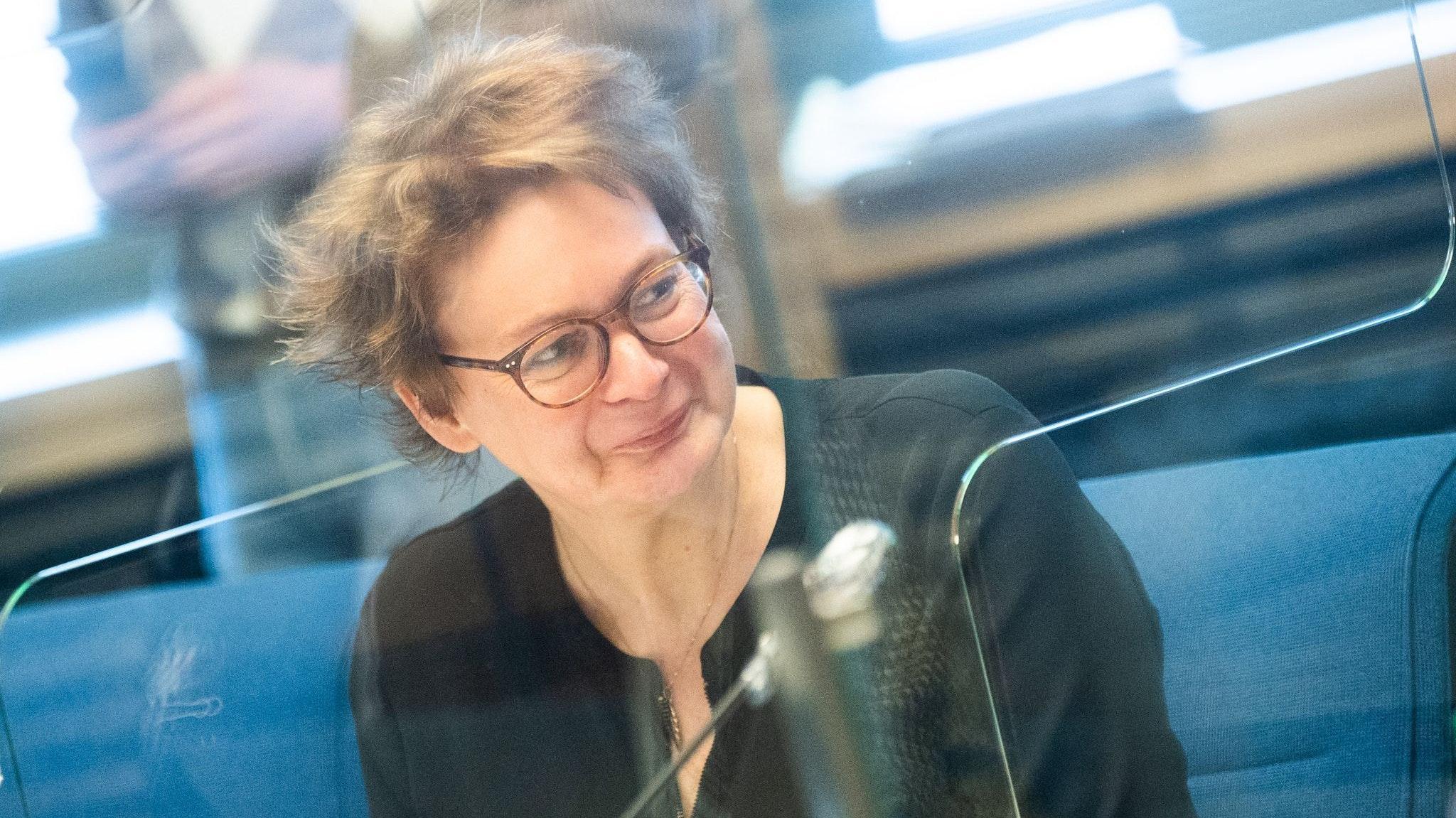 """""""Jeder kann seinen Start selber definieren"""", sagte Gesundheitsministerin Daniela Behrens (SPD) am Dienstag in Hannover. Foto: dpa/Stratenschulte"""