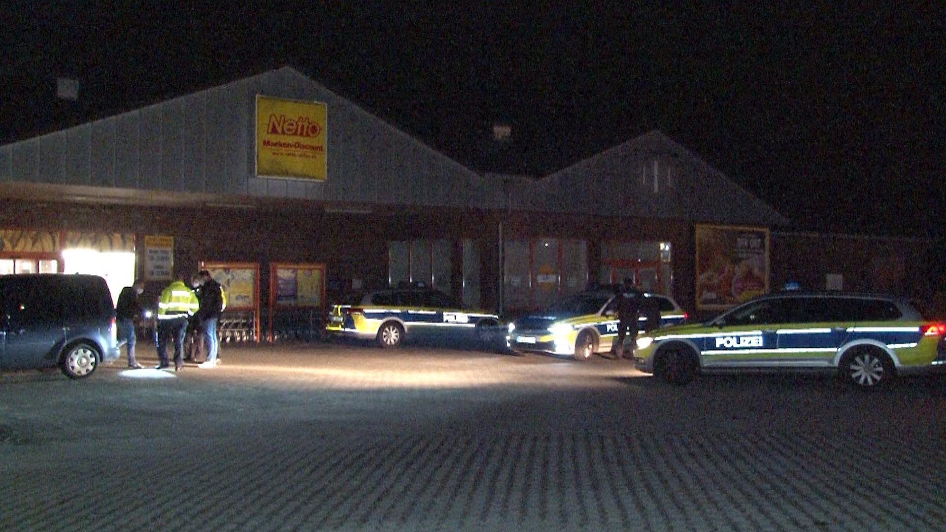 Polizeieinsatz in Werlte: Hier ist Anfang März ein Netto-Markt überfallen worden. Archivfoto: Nordwestmedia-TV