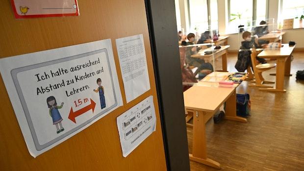 Viele osteuropäische Familien werden wohl die Testpflicht in den regionalen Schulen unterlaufen