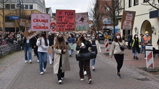 Schüler demonstrieren gegen Gewalt an Frauen in Vechta