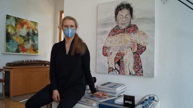Annette Aschern hilft Menschen mit Kunsttherapie