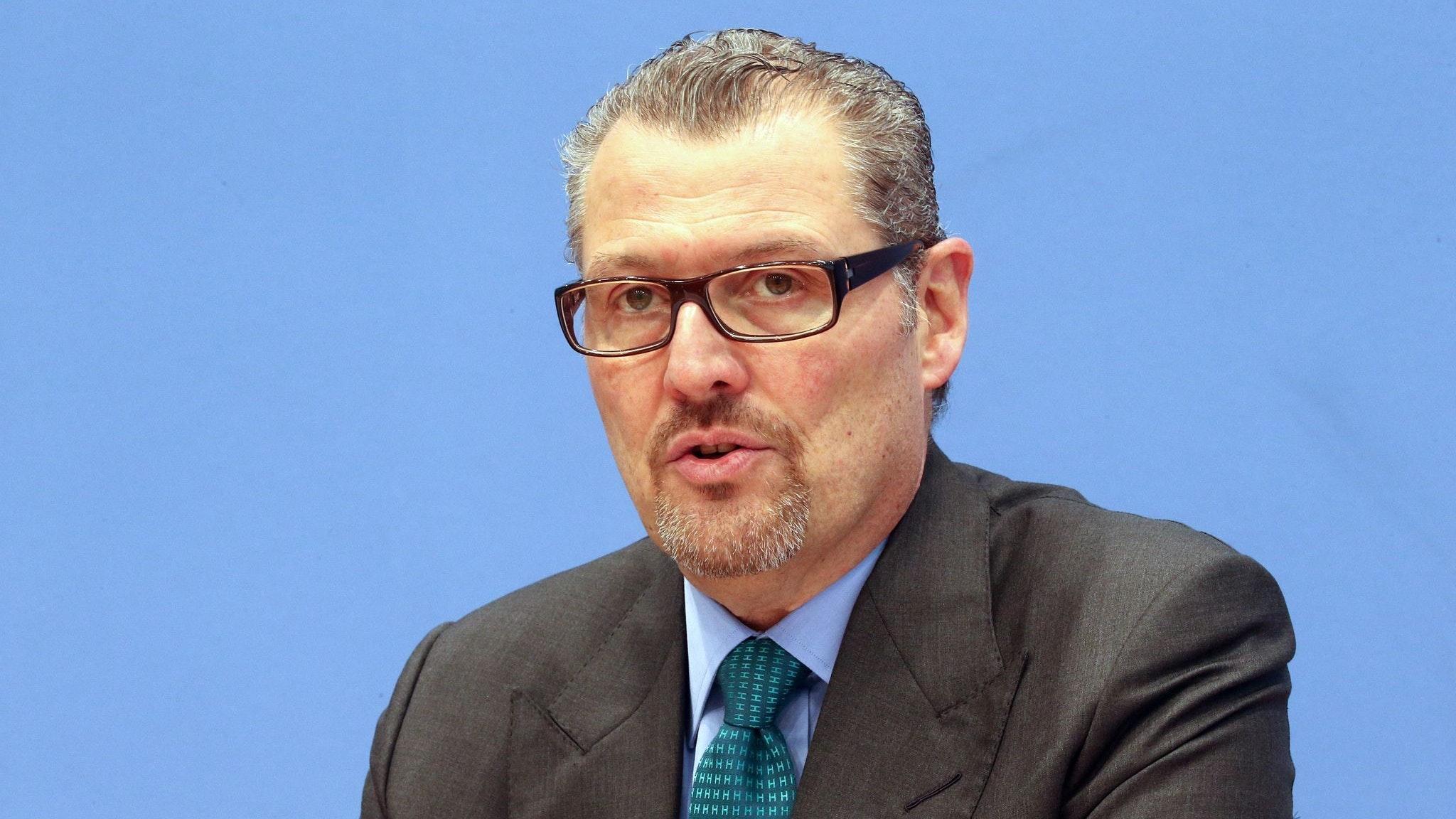 Arbeitgeberpräsident Rainer Dulger fordert, die Betriebsärzte rasch in die Corona-Impfungen einzubeziehen. Foto: dpa/Kumm