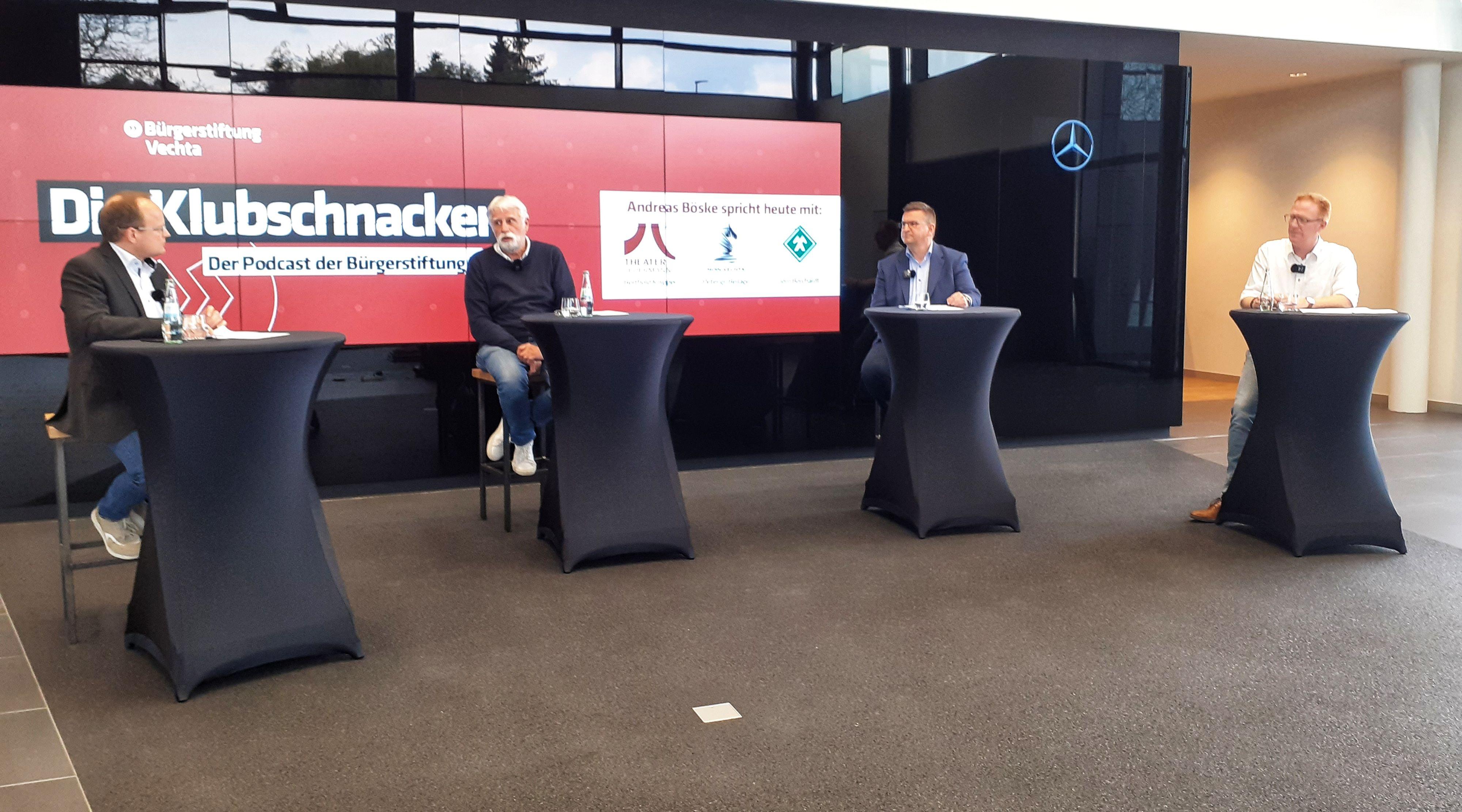 Auf geht´s in die vierte Runde: Auf Einladung der Bürgerstiftung Vechta spricht Moderator Andreas Böske (links) mit den Vereinsvertretern Berthold Knipper,Jörn Borchardt undPeter gr. Beilage (von links). Foto:Anuschka Bačić