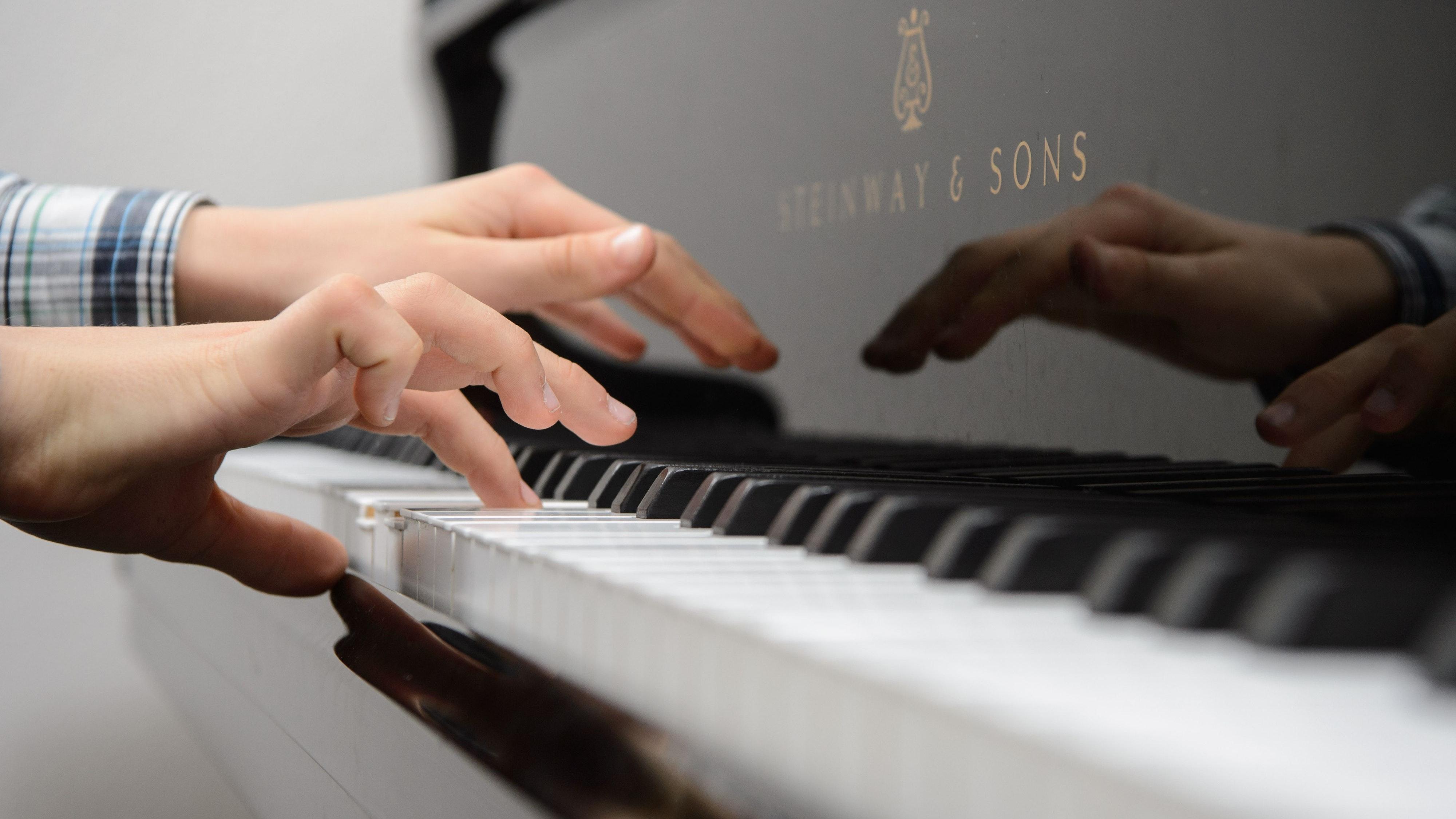 Schnelle Hilfe: Die Stiftung unterstützt die angehenden Musikstudenten bei den Vorbereitungen auf die Aufnahmeprüfung. Symbolfoto: dpa/Peter
