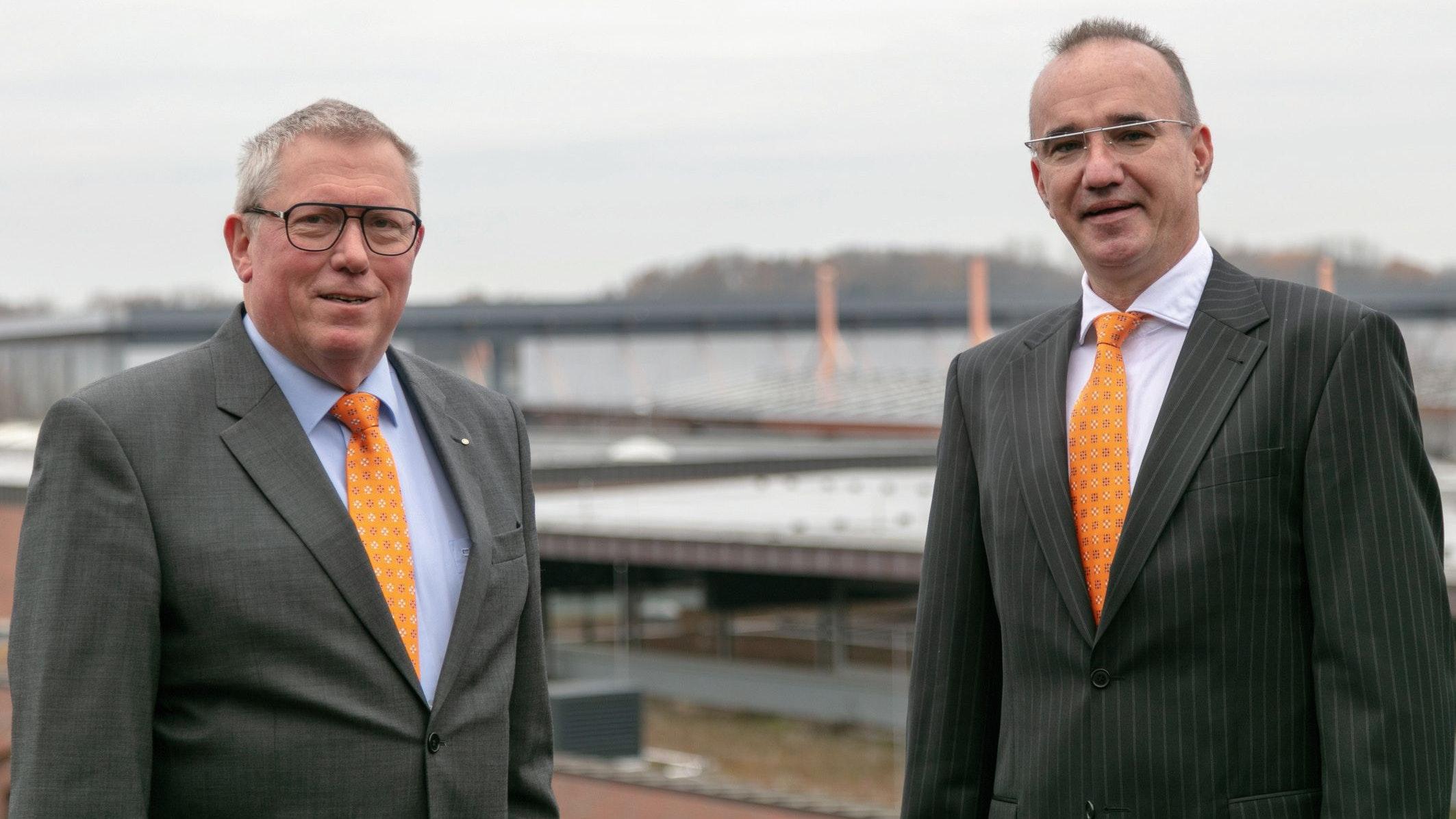 Neu in der Unternehmensspitze von Big Dutchman (Vechta-Calveslage) ist Dr.-Ingenieur Thomas Dalstein (rechts). Er folgt auf Sven Guericke (links). Foto: Böske