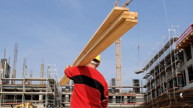 Preisexplosion bei Baustoffen: Handwerkern fehlt das Holz für die Hütte