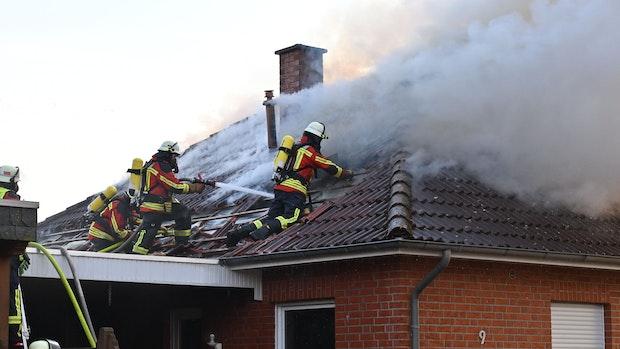 Feuerwehren rücken zu Wohnungsbrand in Cappeln aus