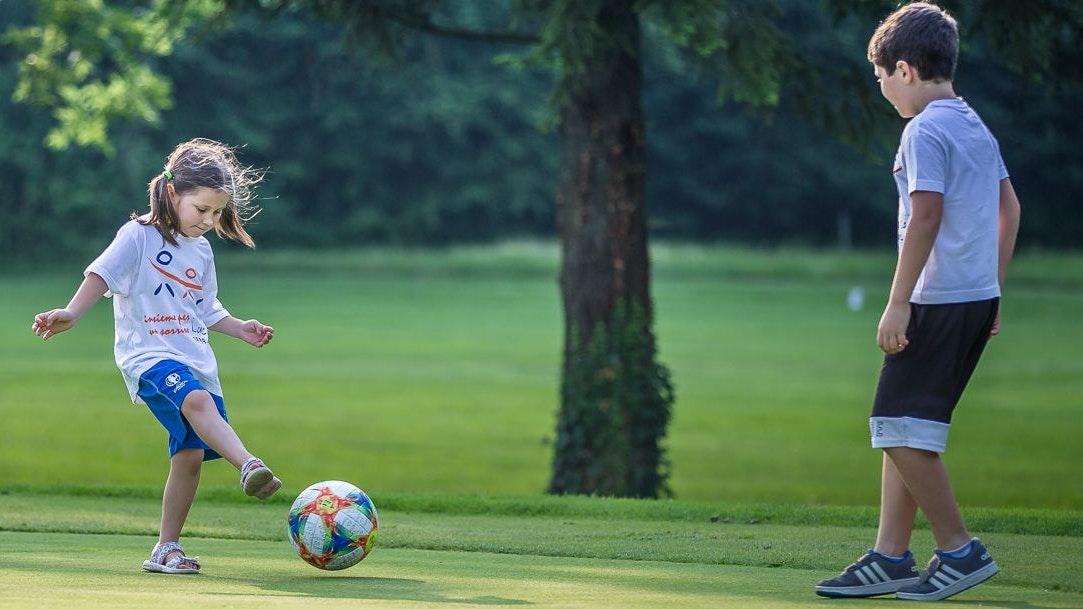 Das geht wieder:Kinder unter 14 Jahren dürfen maximal zu fünft trainieren. Foto: dpa/Hong