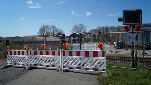 Bahnübergang in Lutten seit mehr als einem Jahr gesperrt