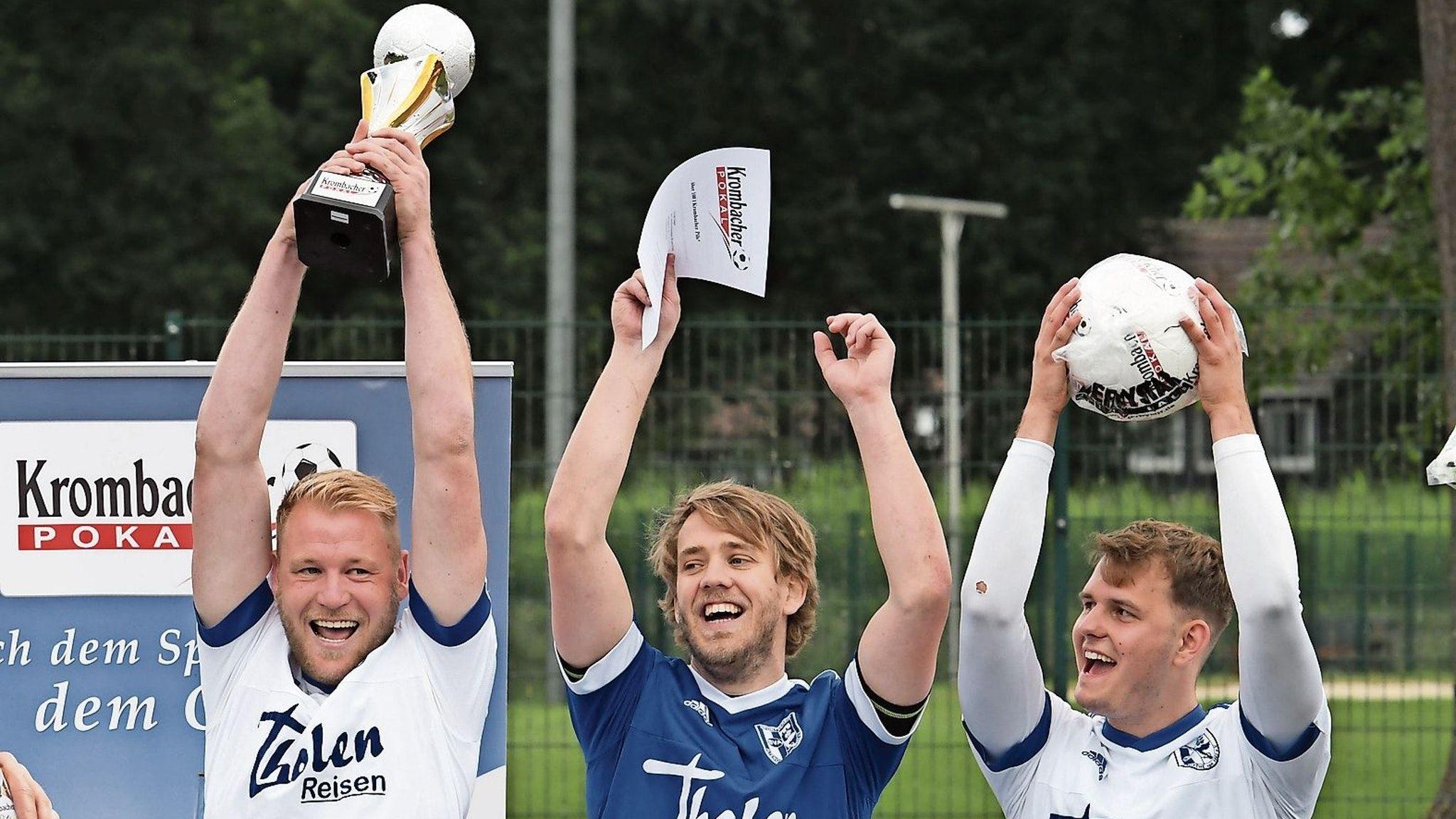 Jubel nach dem Bezirkspokalsieg: Altenoythes Fußballer waren bei der Auslosung des NFV-Pokals nicht vom Glück verfolgt. Foto: Wulfers