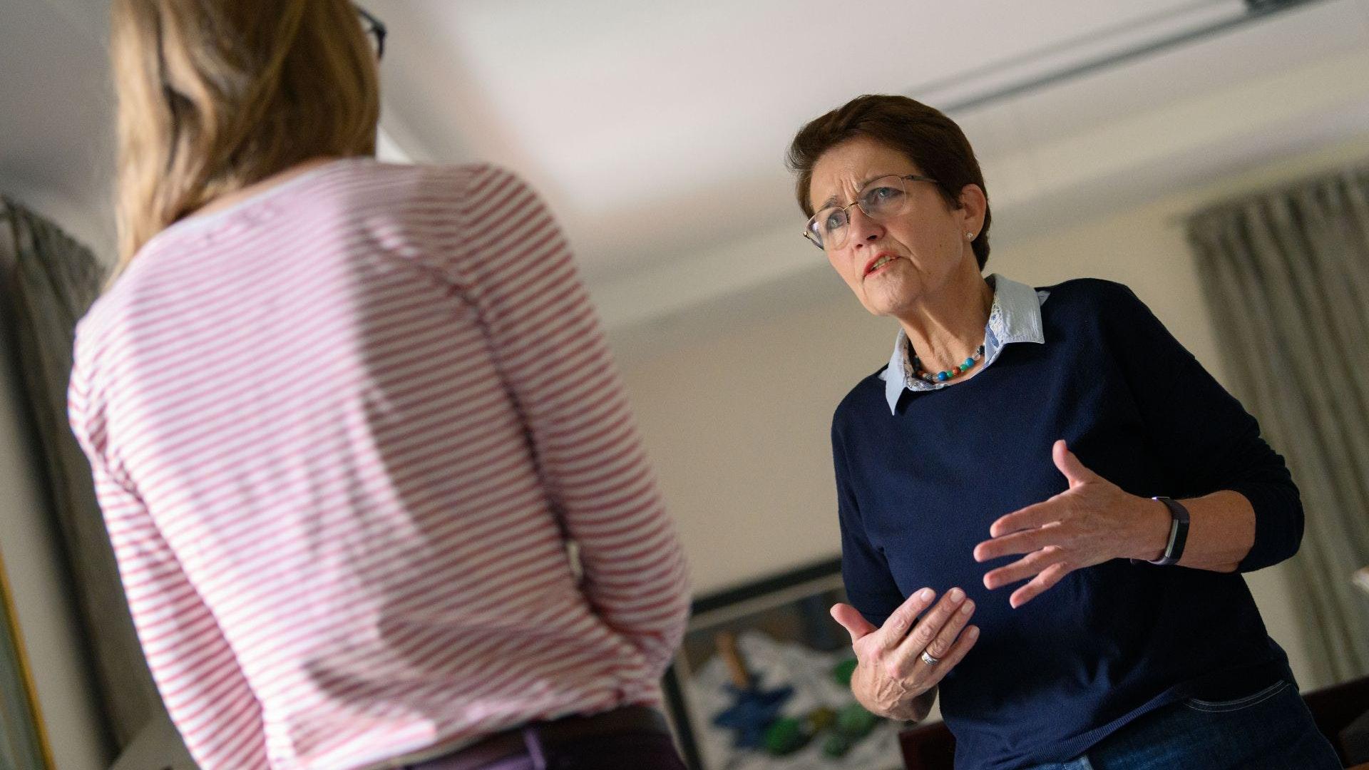 Sie ist eine Kämpferin für Integration: Ursula gr. Holthaus aus Lohne erhält am Dienstag das Bundesverdienstkreuz. Foto: dpa/Assanimoghaddam