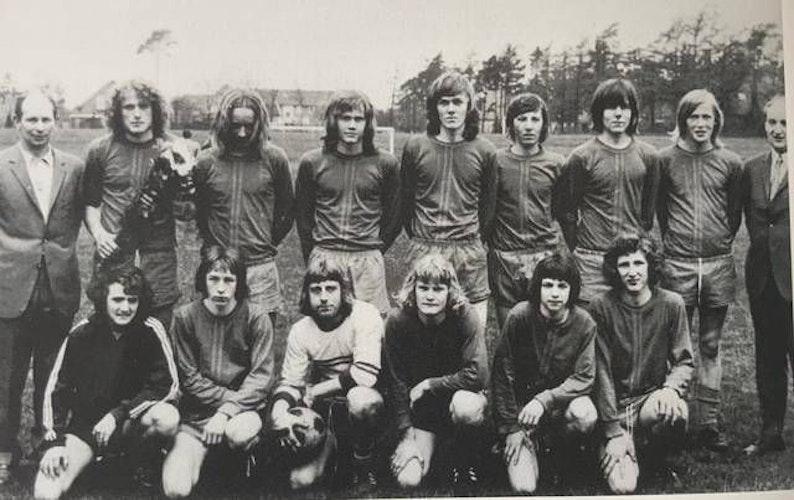 Legendäre A-Jugendmannschaft: Diese BVB-Spieler sorgten Anfang der 1970er Jahre für einige Erfolgserlebnisse. Foto: BV Bühren