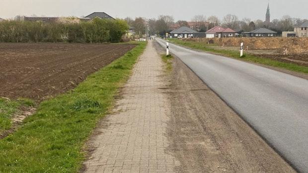 Der Gehweg am Erlter Esch wird saniert
