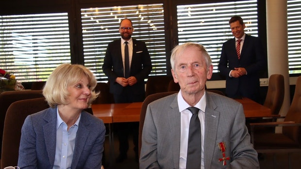 Rudolf Bögershausen erhält das Bundesverdienstkreuz