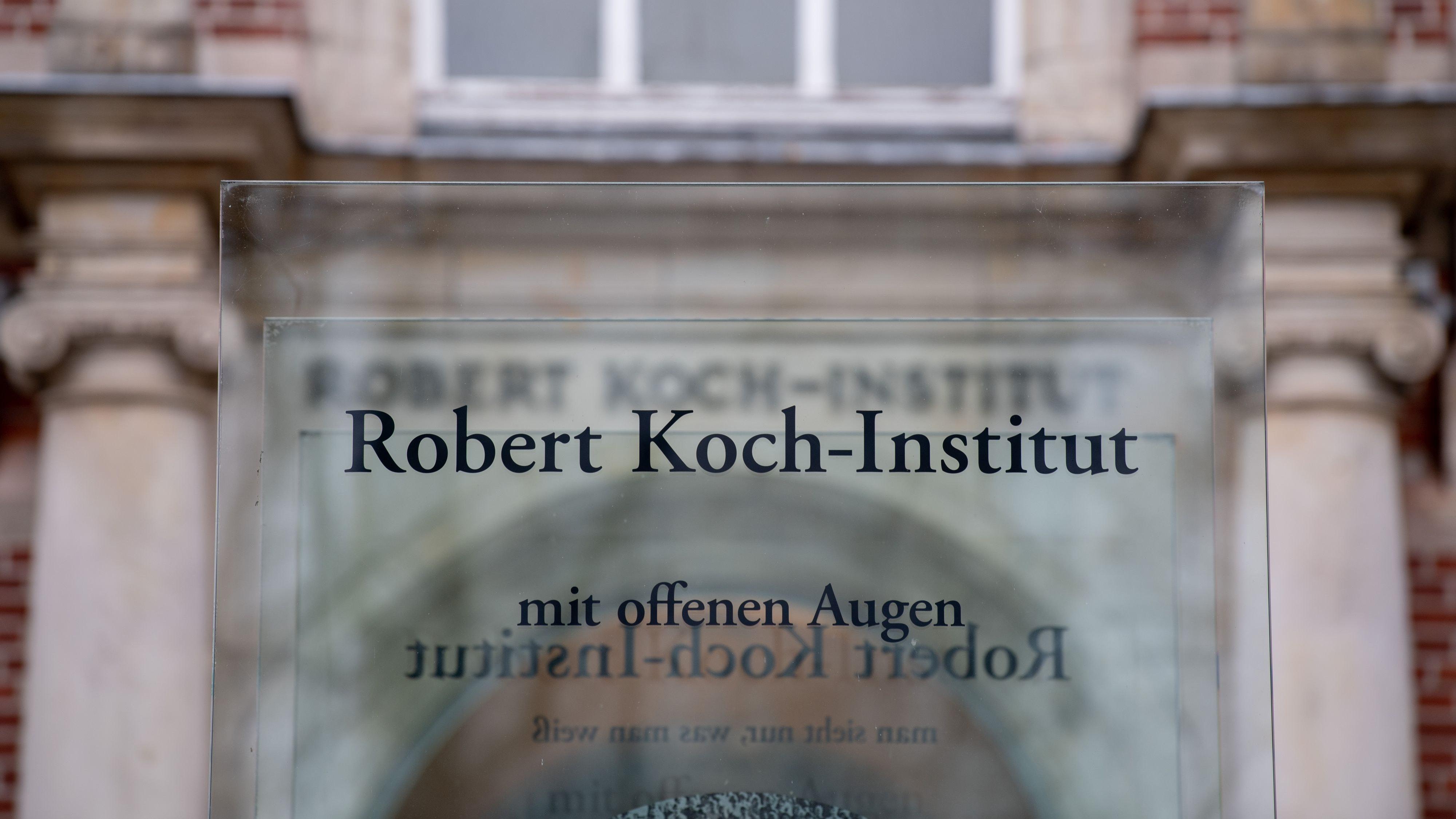 Der Eingang zum Robert Koch-Institut (RKI), in dem die aktuelle Lage zum Coronavirus beurteilt wird. Foto: dpa/Hutzler