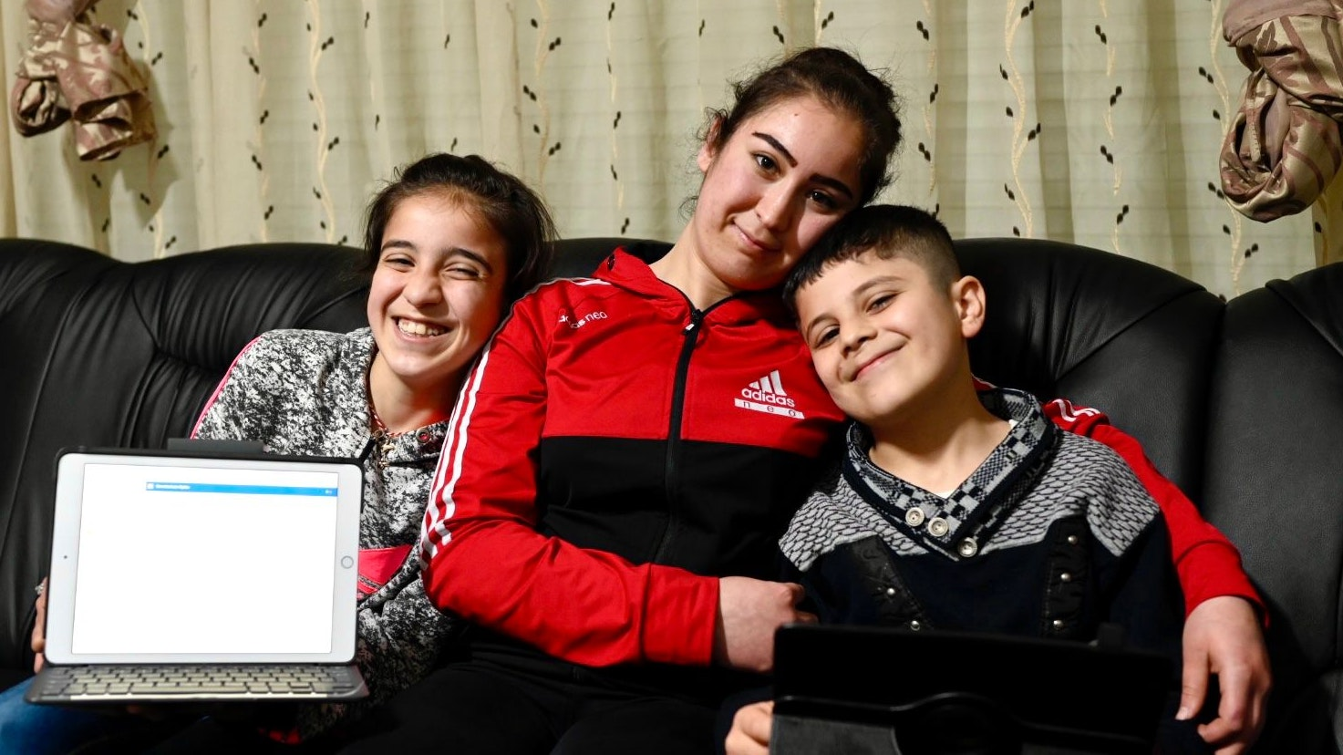 Lernen gern (von links): Die Geschwister Ameerah, Freal und Atheer Bakr. Foto: M. Niehues