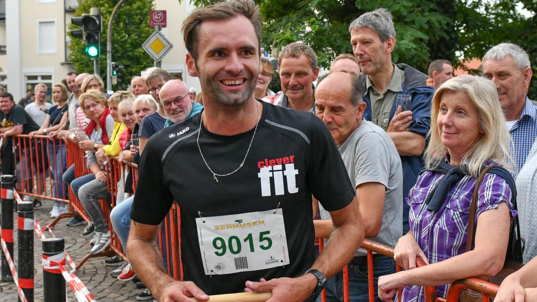 Ein Bild aus besseren Tagen: Viktor Kuk beim Dammer Stadtlauf im Jahr 2019. Foto: Wenzel