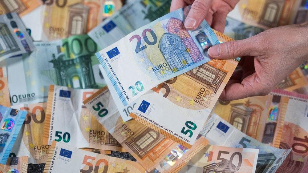Wie viel Geld soll es im Ruhestand sein? Nach welchen Regeln Wahlbeamte nach dem Ausscheiden aus dem Amt versorgt sein sollen, darüber gehen die Meinungen auseinander. Foto: dpa/Büttner