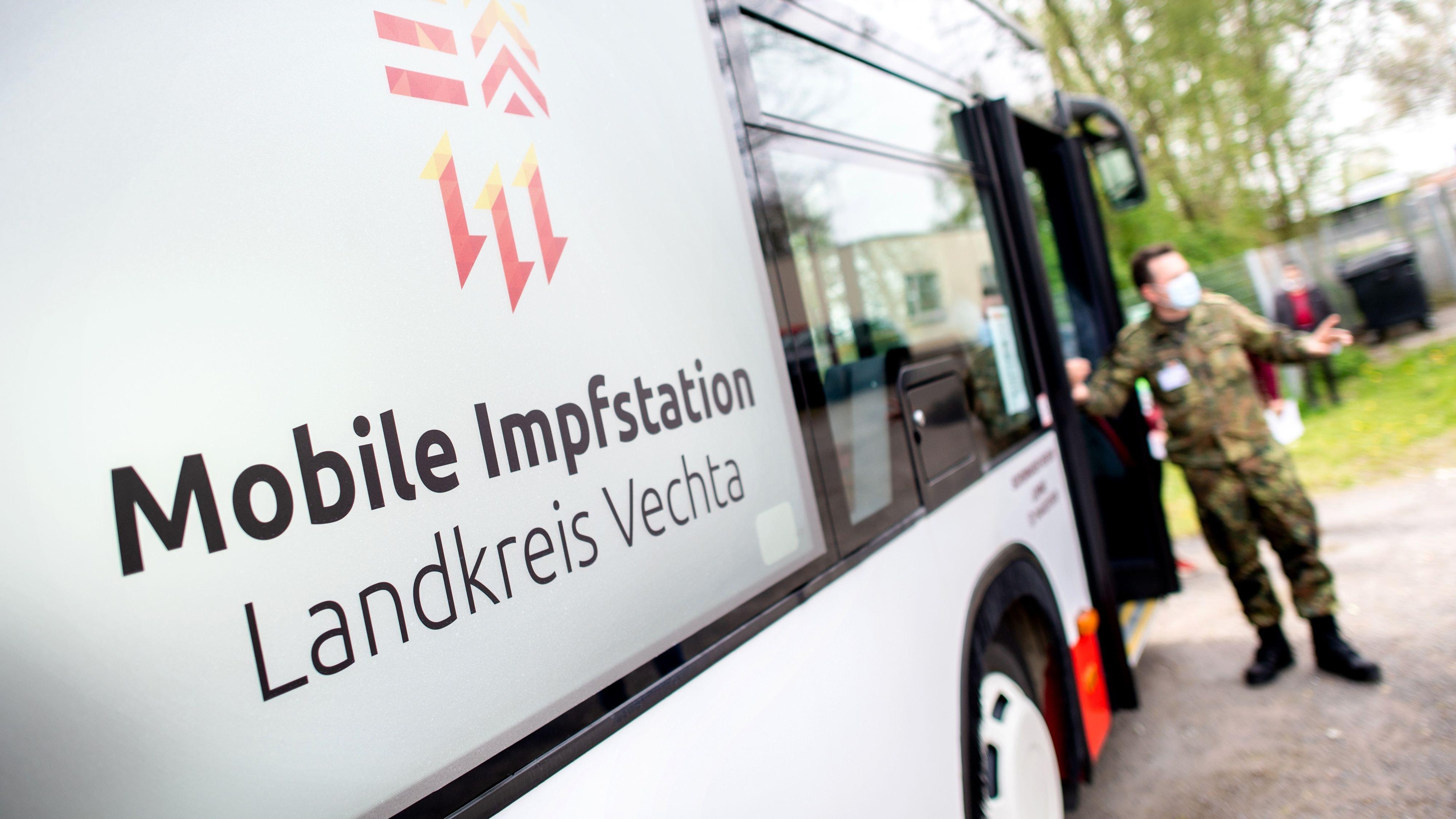Macht Station auf dem Stoppelmarkt: Der Impfbus des Landkreises Vechta hält am 7. August auf dem Freizeitpark Vechta. Foto: dpa