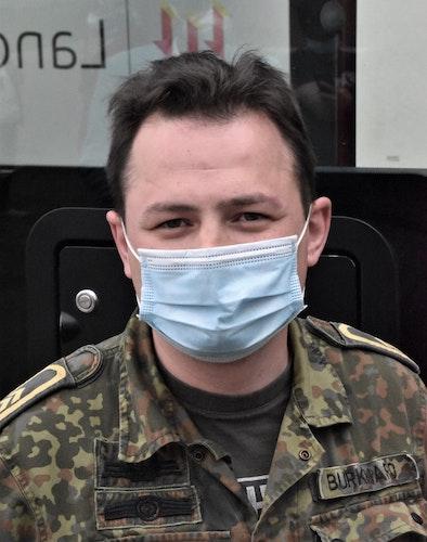 Die organisatorische Leitung des Teams im Impfbus hat Obermaat Benjamin Burkhard inne. Foto: Kühn