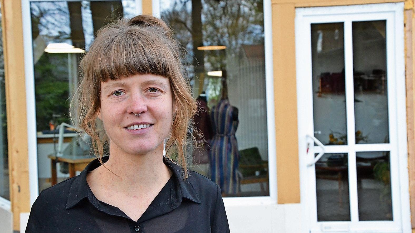 Zurück in Angelbeck: Anna Meyer hat ihr Atelier auf dem Hof am Kolk eingerichtet. Foto: Meyer