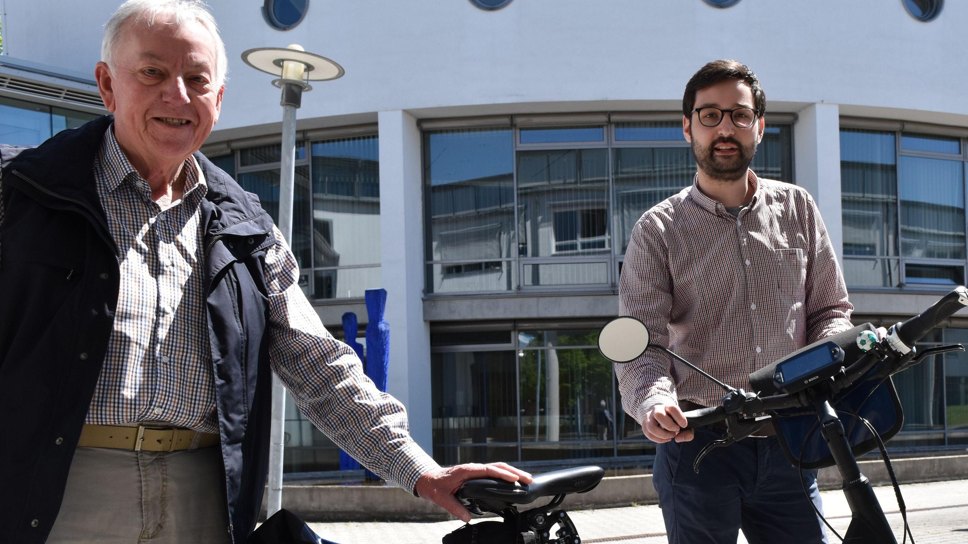 Zwei der Impulsgeber vor Ort: ADFC-Kreisvorsitzender Manfred Moss (links) und der Klimaschutzmanager des Landkreises Vechta, Matthias Galle. Foto: Berg
